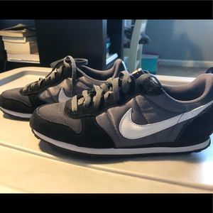 retro looking NIKE shoes